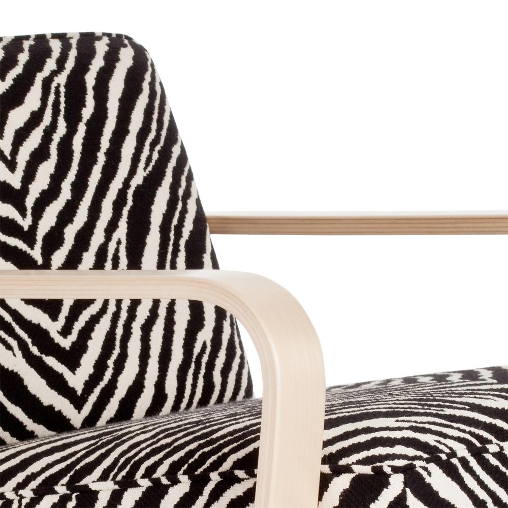 Zebra stuhl simple afrika zebrastuhl deko weiss unikat exklusiv geschenk with zebra stuhl - Stuhl zebramuster ...