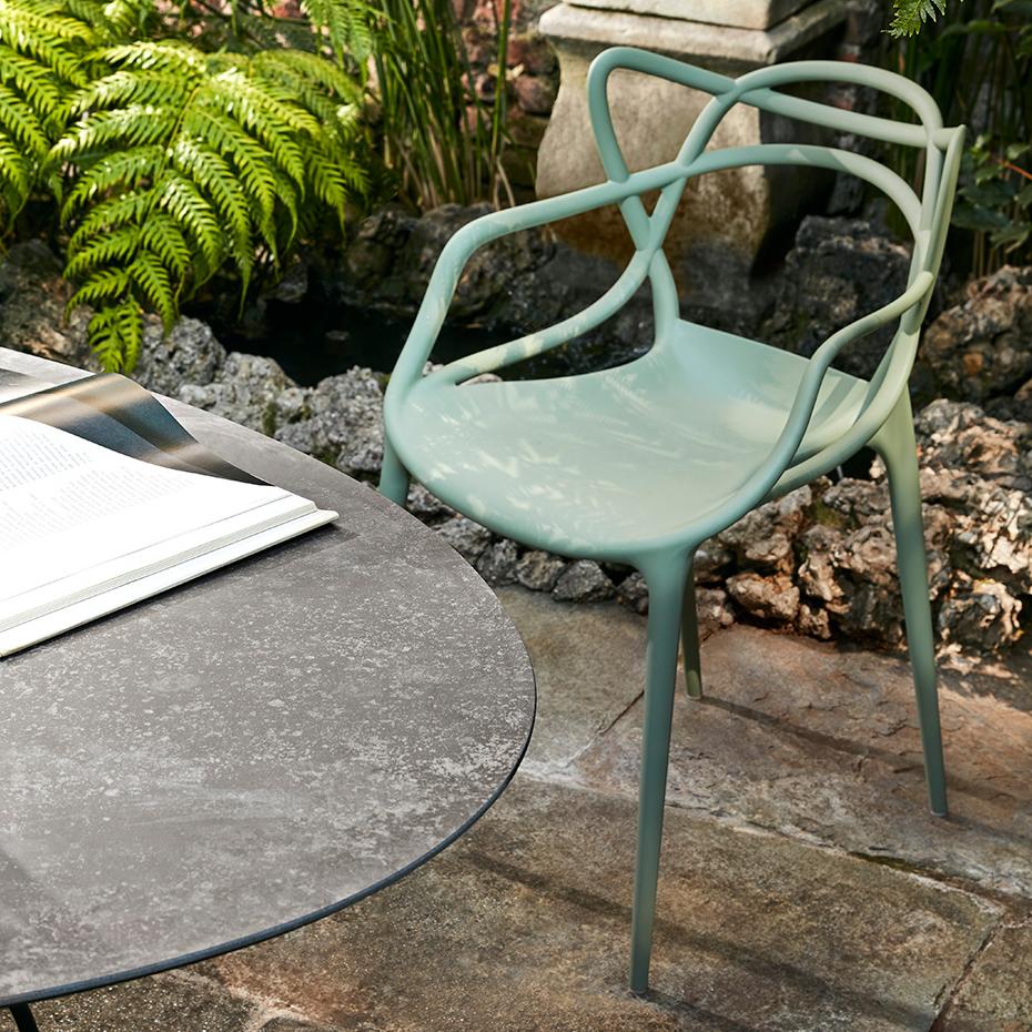 kartell masters salbeigr n stuhl philippe starck outdoor 5865 15 gr n. Black Bedroom Furniture Sets. Home Design Ideas