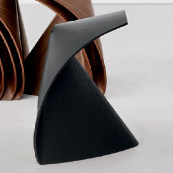 lapalma ap hocker schwarz gebeizt holzhocker shin azumi multiplex. Black Bedroom Furniture Sets. Home Design Ideas