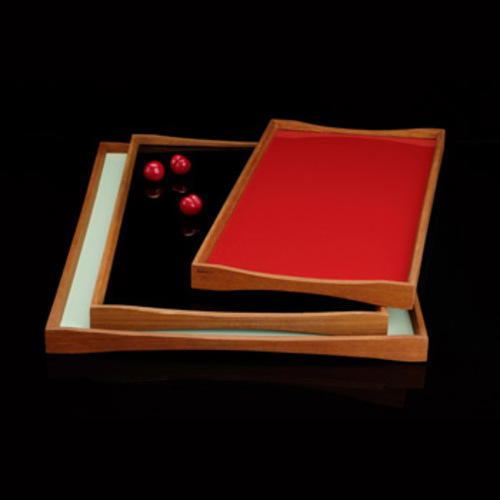 Turning Tray 3 Tablett [Black Desert / Kimono Red] - ArchitectMade 762 - Finn Juhl