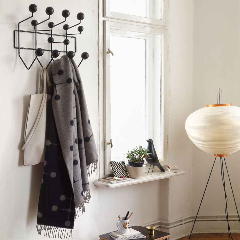 vitra hang it all garderobe schwarz holzkugeln eames 20119104 kinder. Black Bedroom Furniture Sets. Home Design Ideas